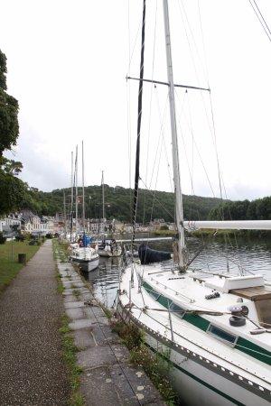 Port-Launay, France: Port Launay, l'hôtel se trouve en bordure du fleuve