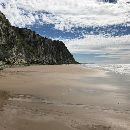 Villa Vent d'Bout: La falaise, vue de la plage