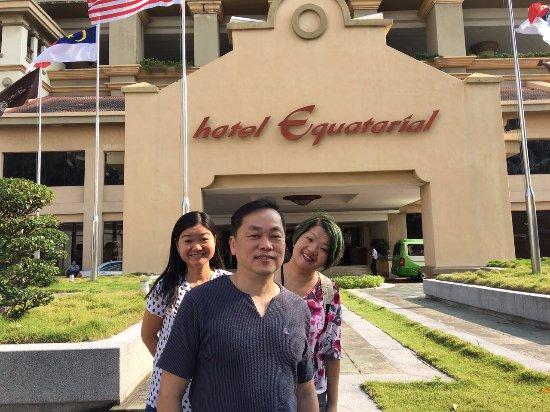 Hotel Equatorial Melaka: Hotel main lobby - super good location