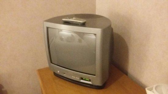 Charlwood, UK: Televisão antiga e danificada, bem como comando