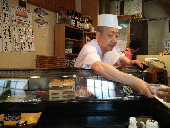 The amicable chef of Hattazushi
