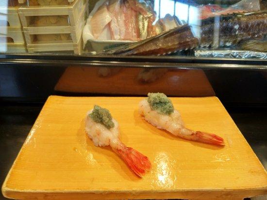 Hattazushi: Huge prawn with roe