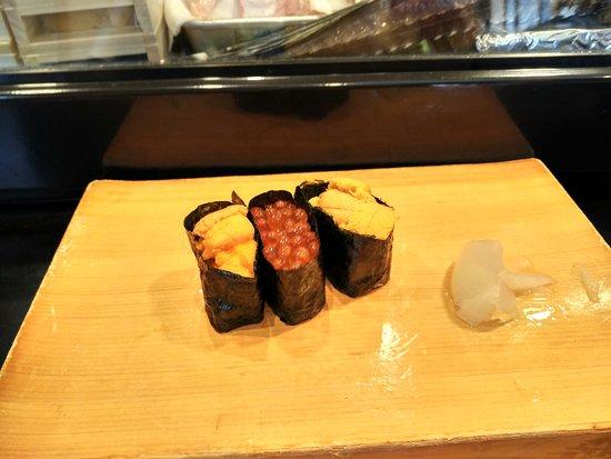 Hattazushi: 2 kinds of sea urchin & ikura
