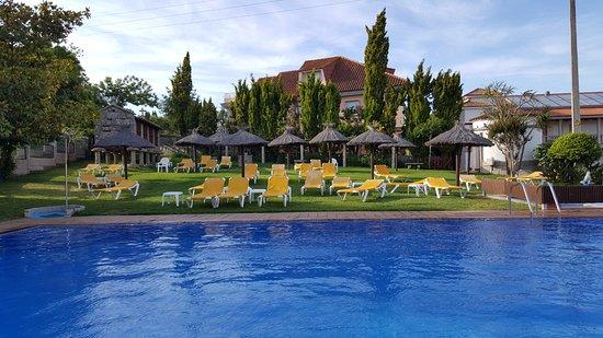 Aparthotel Villa Cabicastro: Piscina al aire libre