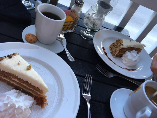Wilmington, VT: carrot cake with decaf coffees