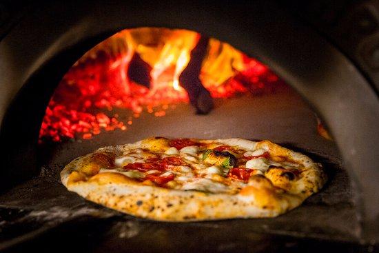 Pizza en el horno.