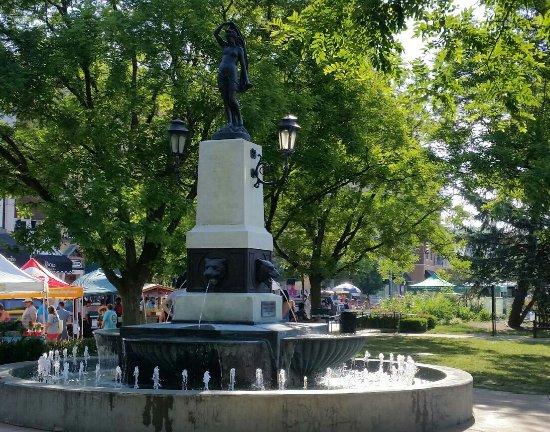Hyde Park Square - 14 Photos & 22 Reviews - Parks - 2700 ...  |Hyde Park Square Cincinnati Ohio