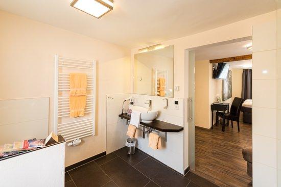 Flair Hotel Hopfengarten: Badezimmer Juniorsuite