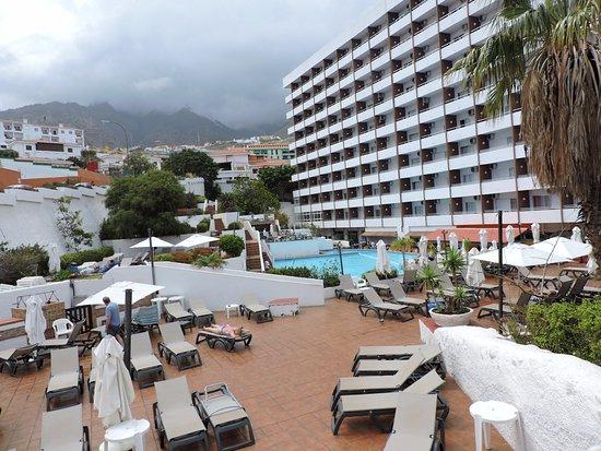 La piscine et abords picture of catalonia punta del rey for La piscine review