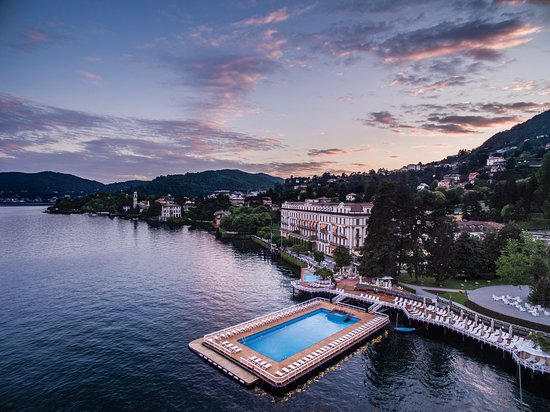 Cernobbio, อิตาลี: View of Villa d'Este at the sunset