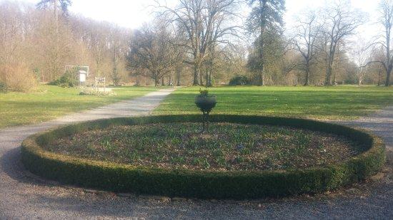 Abbaye de Val-Dieu : De tuin bij de eerste zon van maart 2017.