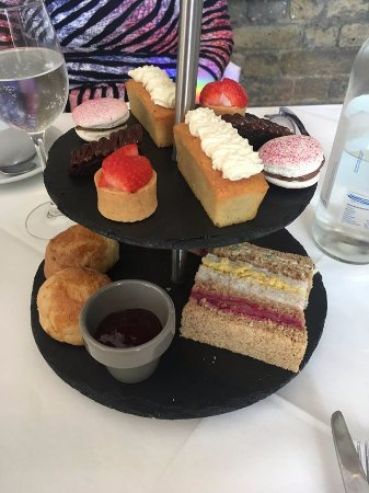 Gallery Mess Restaurant and Bar: Lovely Afternoon Tea for 2