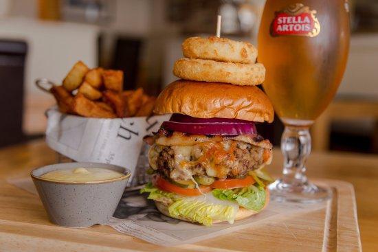 Beesands, UK: Cricket Inn Burger