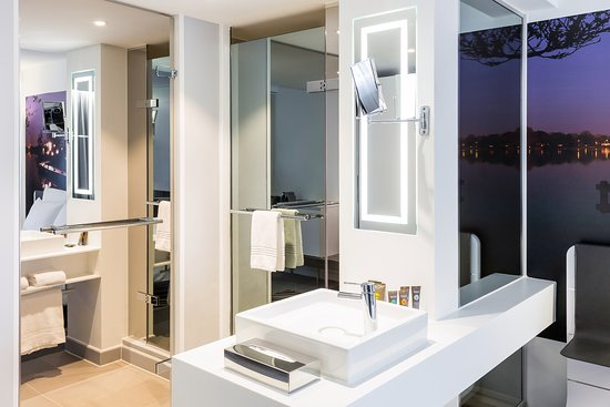 Novotel Amsterdam City: The bathroom in the Executive Room