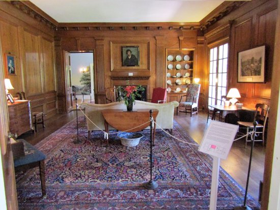 Newbury, NH: One of the rooms inside the estate