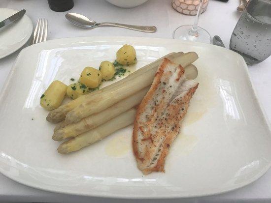 Hanse-Stube: Asparagus with Turbot