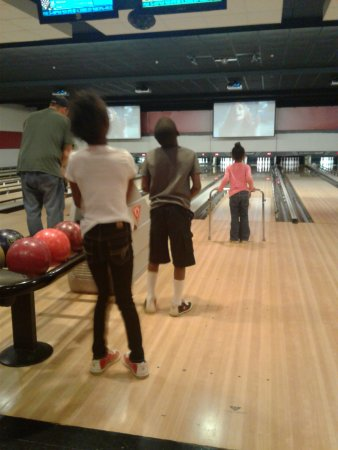 Pickerington, OH: Summer Days at the BOWLING ALLEY