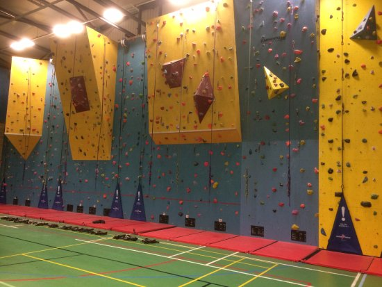 ‪‪Midsomer Norton‬, UK: Indoor climbing wall at Writhlington Leisure Centre‬