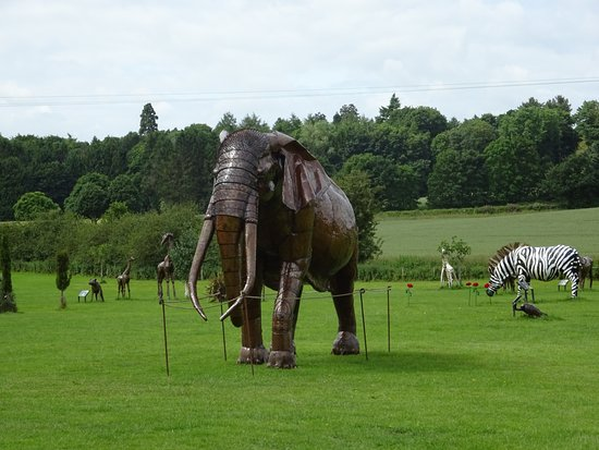 Oswestry, UK: Just a few sculptures.