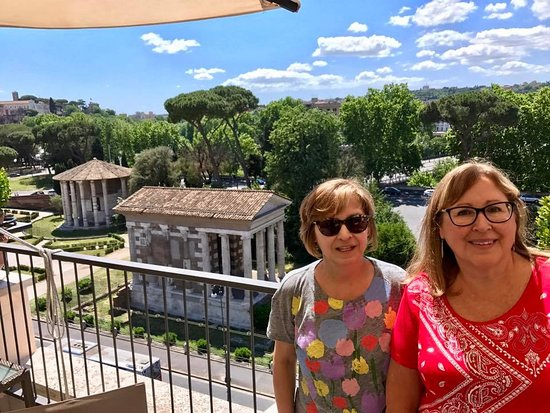 Fortyseven Hotel Rome: The view from the rooftop restaurant offers breathtaking views of the Temple of Vesta.