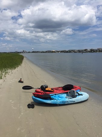 Sandpeddler Inn & Suites: Island that you can kayak/paddleboard to from the access 1 block from the property on the harbor