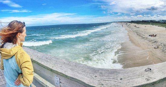 Sandpeddler Inn & Suites: Oceanic Pier across the street is free to walk on and