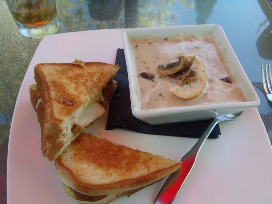 Napanee, Canada: Grilled cheese special and mushroom soup