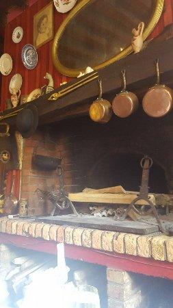 Hesdin, France: Cheminée de la salle de restaurant