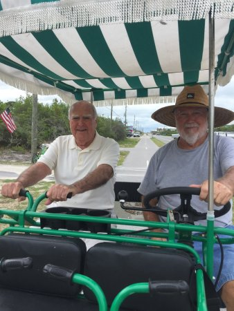 Cape San Blas, Флорида: Surrey bike at San Flea Rentals with uncle Simon Hobbs