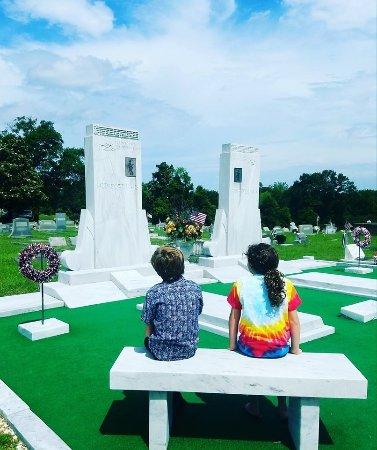 Hank Williams Memorial - Oakwood Annex Cemetery Foto