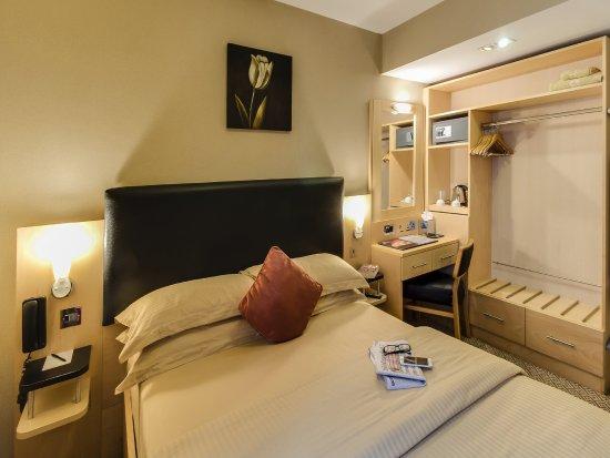 Academy Plaza Hotel: Standard Double Room