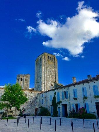 Gers, France : Tours de la Collégiale de La Romieu