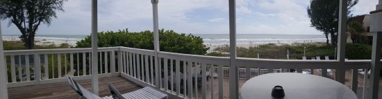 Harrington House Beachfront Bed & Breakfast: View from Birdsong room looking west and south