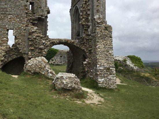 Corfe Castle, UK: Side pieces