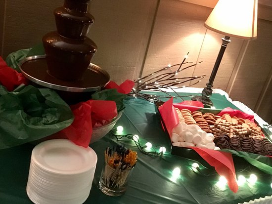 Weyauwega, WI: Saturday Night Complimentary Chocolate Fountain
