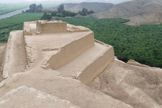 """Paramonga, Perù: Extremo norte de la Fortaleza, """"la cabeza del camélido"""" andino"""