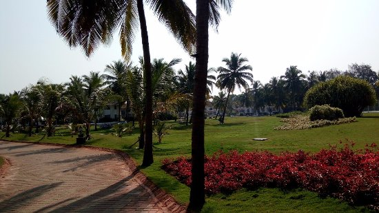 Holiday Inn Resort Goa: Way to beach