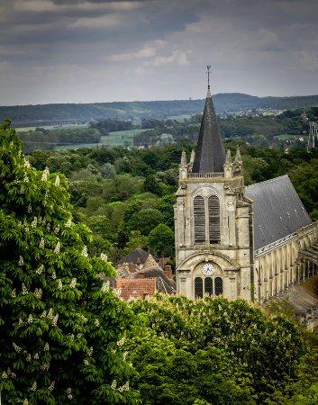 Montfort-l'Amaury, Γαλλία: view of the church