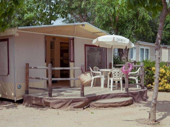 C&ing Caballo de Mar Bungalow Tent 5 pers. & Bungalow Tent 5 pers. - Picture of Camping Caballo de Mar Pineda ...