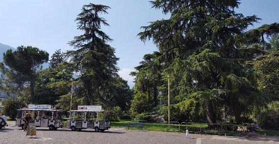 Арко, Италия: VISTA DAL CENTRO DI ARCO