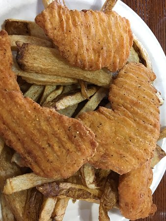 Enumclaw, WA: Chicken strips and homecut fries