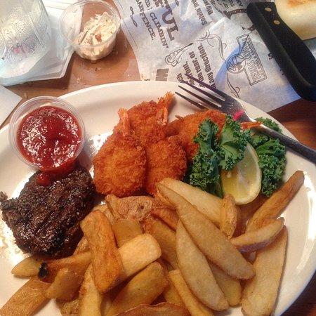 Oak Lawn, IL: Shrimp and steak with fries