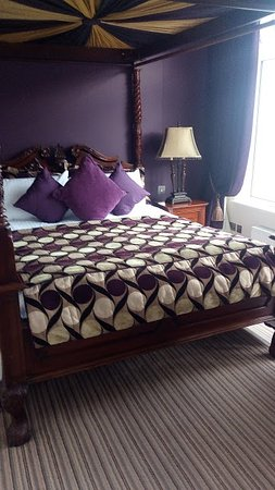 The Central Hotel - Donegal: gorgeous room with view of Donegal Bay and the bank walk trees