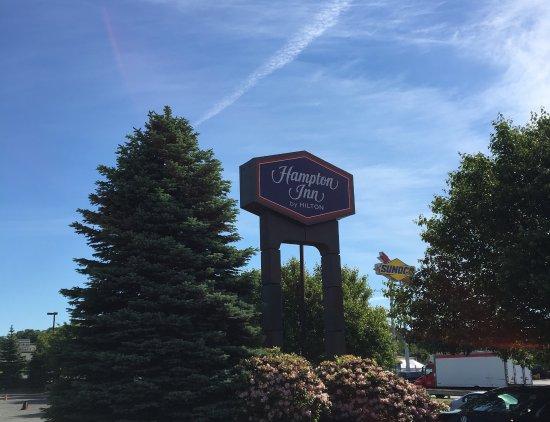 Revere, MA: Hampton Inn Sign