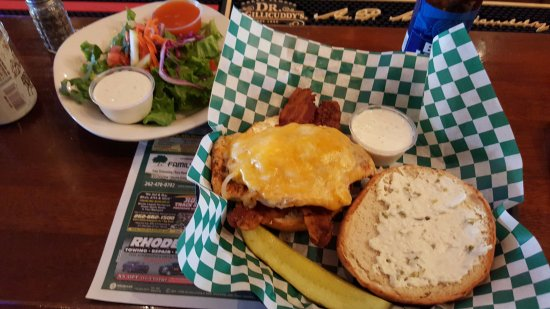 Elkhorn, WI: The Kicken Chicken with a Side Salad