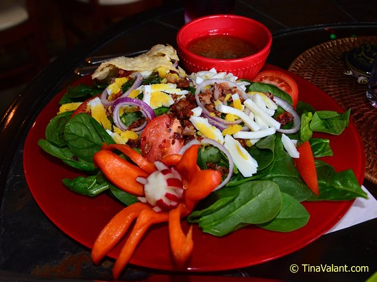 Hobe Sound, FL: Spinach salad, also masterfully presented!