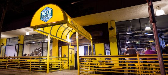Centurion, Güney Afrika: Look for our yellow entrance - 99 bottles of beer are waiting!