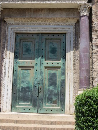 Roman Forum: Original Bronze Doors : Temple of Romulus Son of Emperor Maxentius ( & Original Bronze Doors : Temple of Romulus Son of Emperor ... Pezcame.Com