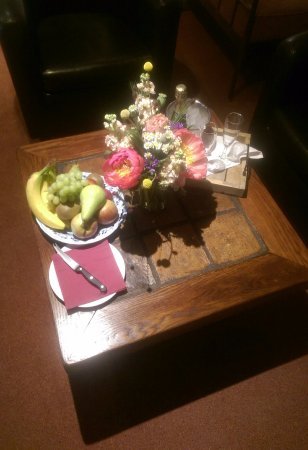 Romantik Hotel U Raka: Fresh fruit, wine & flowers on arrival