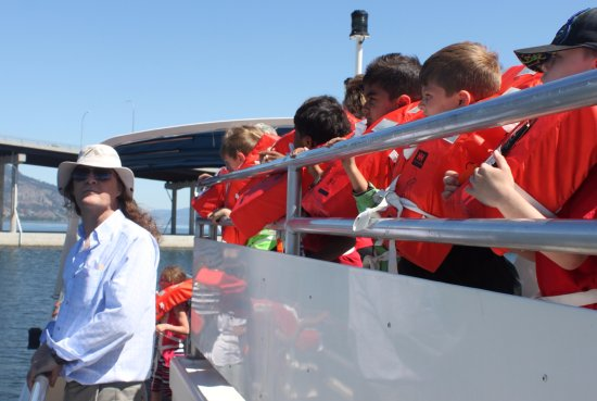 Vernon, Kanada: Kevin from the Science Centre and a boat full of young science enthusiasts